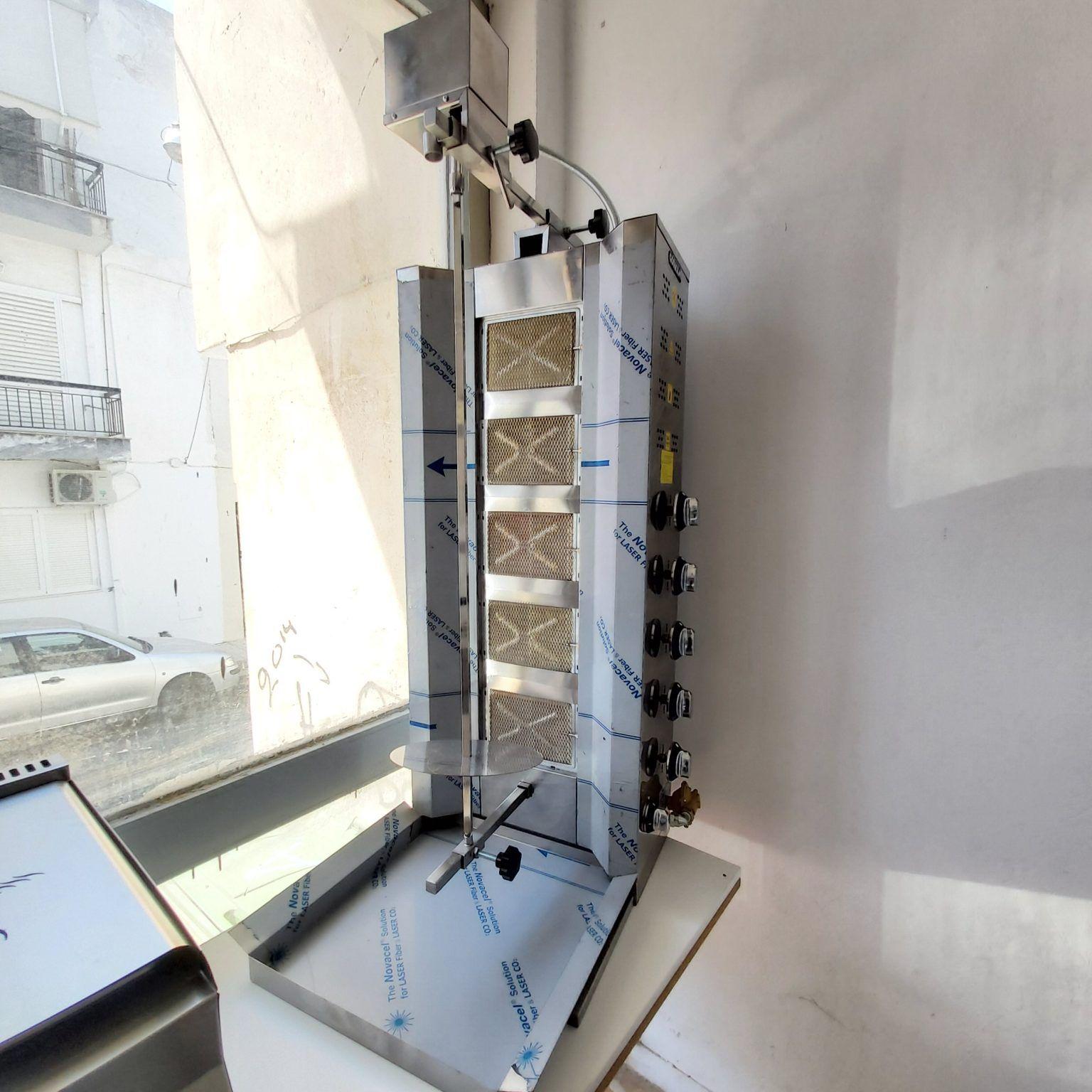Μηχάνημα γύρου, υγραερίου, με 5 διακόπτες για 5 καυστήρες και το μοτέρ ψηλά - πάνω.